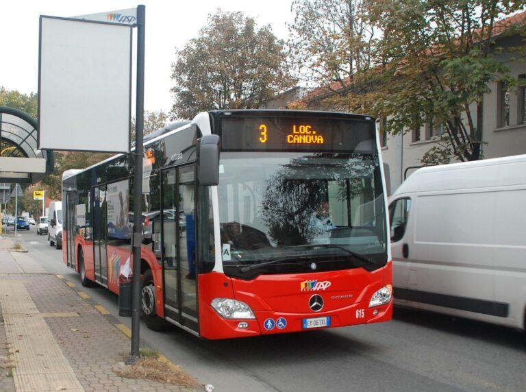 Asti, da lunedì consentito l'accesso ai bus anche dalla porta anteriore