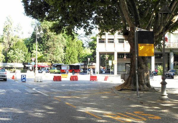 Asti, in piazza Alfieri la fermata dei bus Asp dei Portici Anfossi spostata sul lato Pogliani