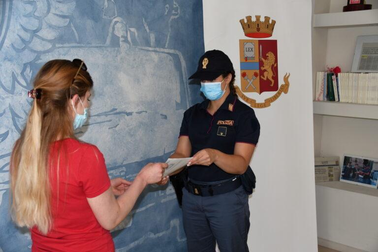 """Asti, la polizia rilascia il primo permesso di soggiorno """"speciale"""" per violenza domestica"""