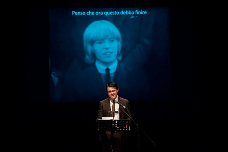Al Teatro Alfieri di Asti va in scena l'omaggio al genio di David Bowie e Paolo Poli