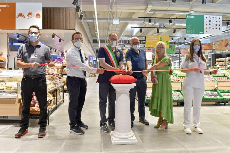 Riapre domani il punto vendita Nova Coop di Asti: lavori per 4 milioni di euro