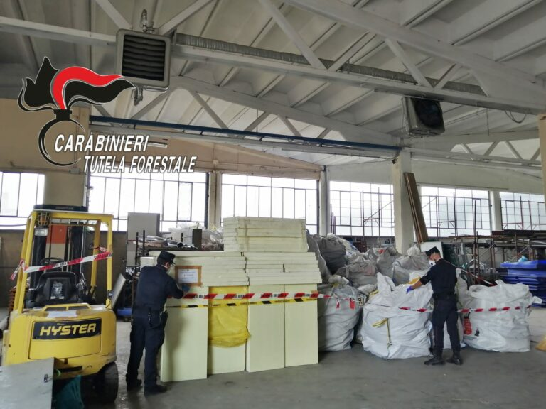 Rifiuti contenenti amianto abbandonati nel sud Astigiano: i carabinieri forestali procedono al sequestro