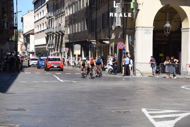 La Milano-Torino sfreccia nell'Astigiano: la fotogallery
