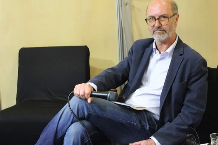 """Al Teatro Alfieri Luca Bavassano presenta """"Sì viaggiare! Alfieri, Simenon: un incontro improbabile"""""""