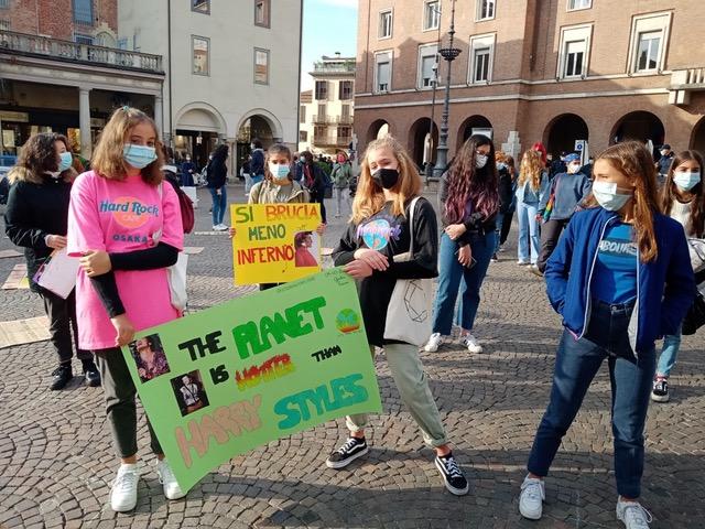 Asti, gli attivisti di Fridays for Future in sciopero per il clima