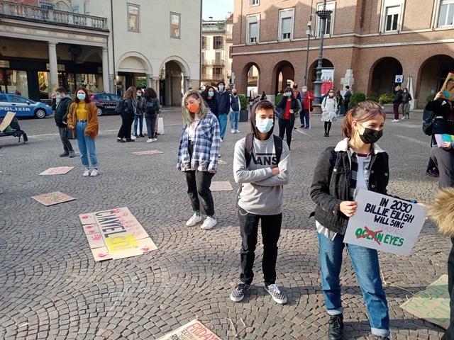 Asti, gli attivisti di Fridays for Future tornano in piazza