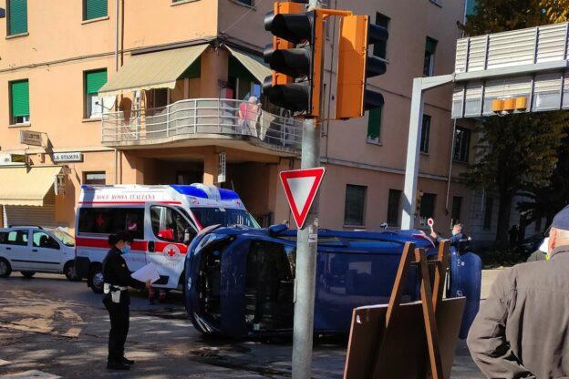 Asti, scontro tra un'ambulanza e un'utilitaria