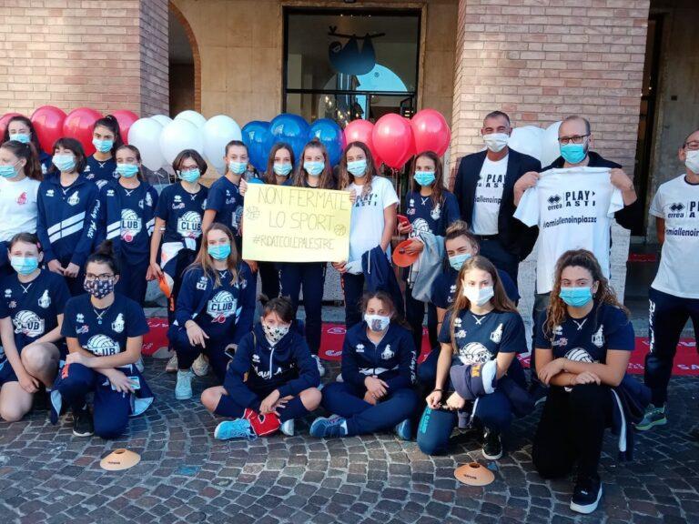 "Piazza Alfieri diventa una palestra con la protesta ""Io mi alleno"": la fotogallery"