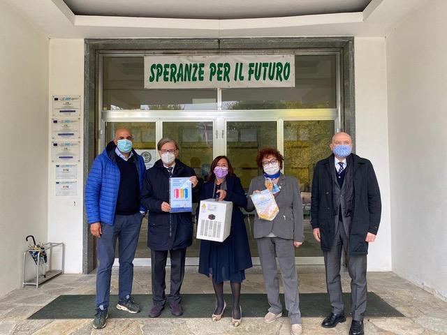 Sanificatori donati alle scuole dal Rotary di Canelli-Nizza