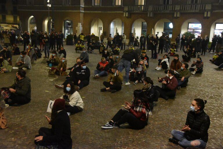Asti, in piazza contro il Dpcm del Governo: la fotogallery