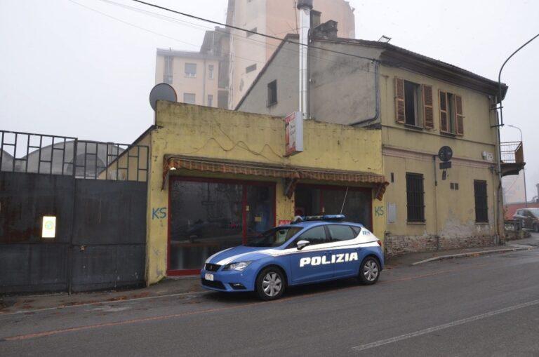 Asti, la polizia chiude una rivendita di kebab: nello stabile non c'era l'acqua corrente