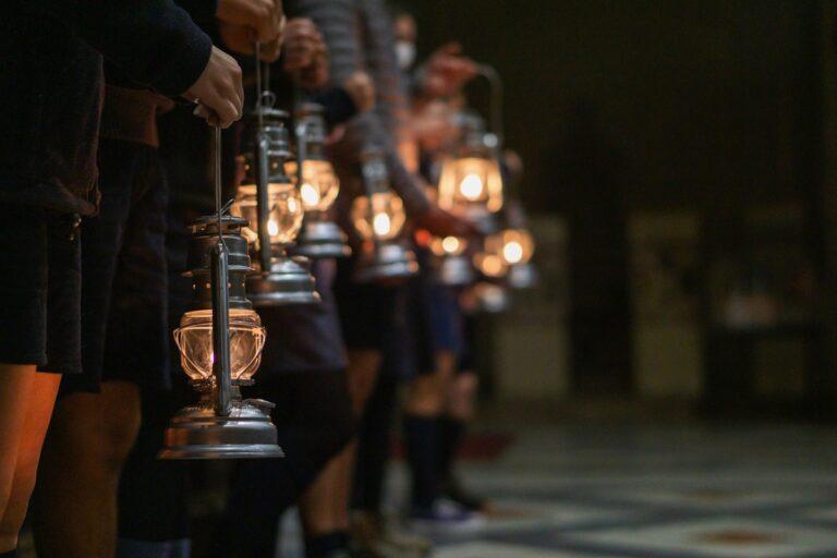 La Luce della Pace di Betlemme si diffonde grazie alle Sentinelle di Speranza