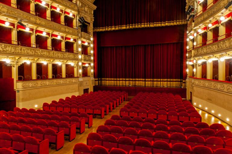 Asti, ultimi giorni per prenotare gli abbonamenti alla Stagione 2021 del Teatro Alfieri