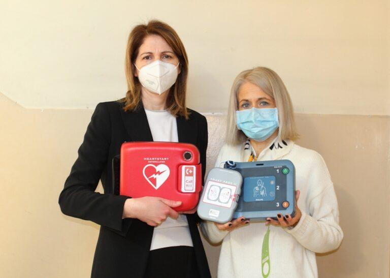 Il Comune di Villafranca dona il defibrillatore ai 400 alunni delle scuole