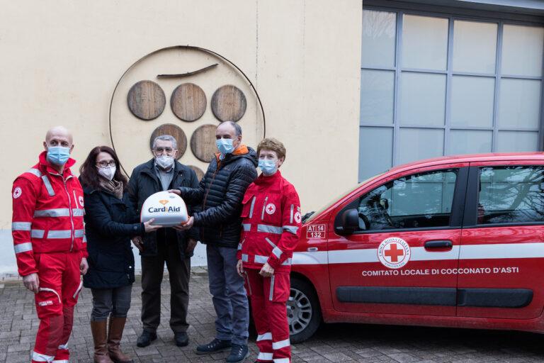 Cocconato, l'azienda vinicola Bava dona un defibrillatore alla Croce Rossa