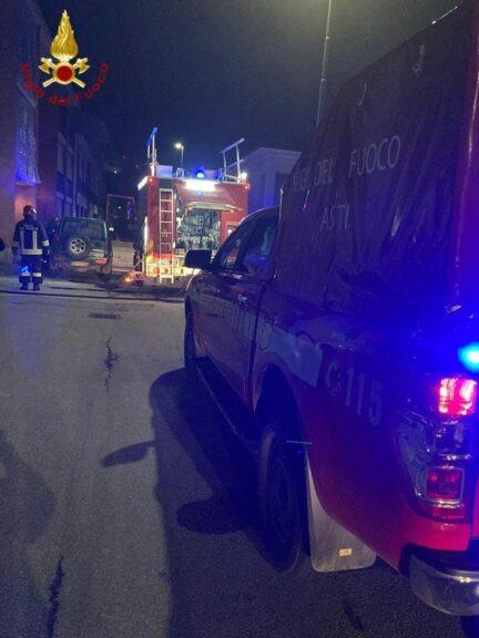Asti, incendio in un'autorimessa: intervengono i vigili del fuoco