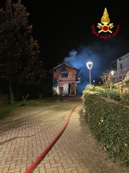 In fiamme un'abitazione a Quarto