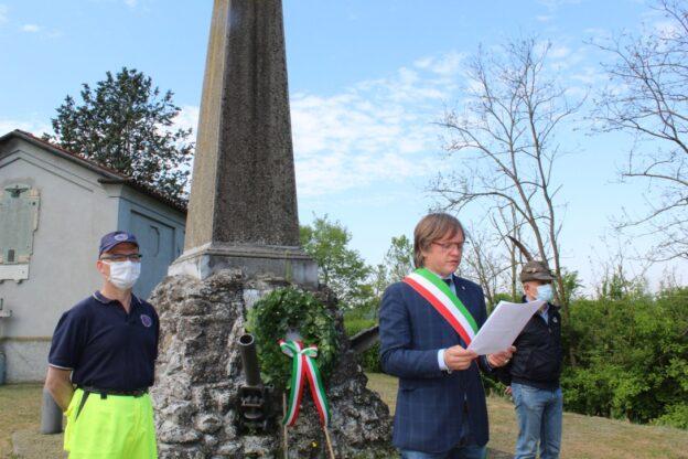 25 aprile a Villafranca e Baldichieri: mazzi di fiori alle lapidi dei partigiani impiccati