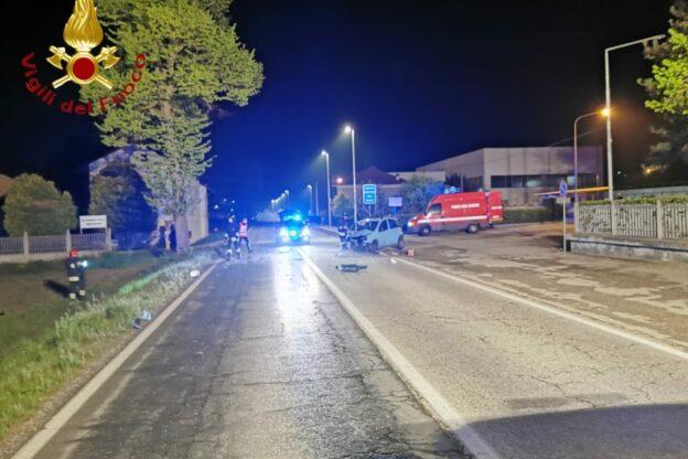 Auto contro un platano a Villafranca