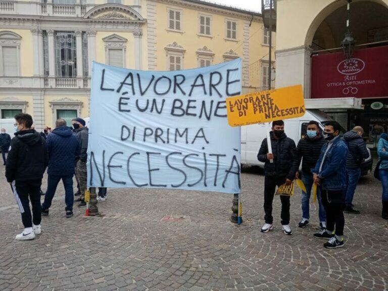 Asti, gli ambulanti scendono in piazza per chiedere aiuto al Governo