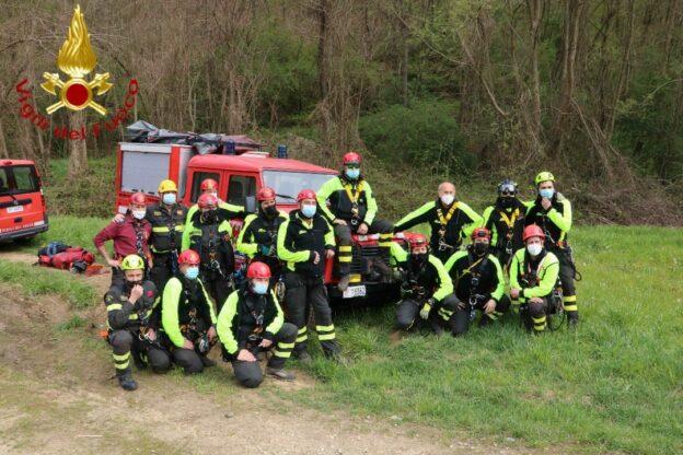 Asti, esercitazione dei vigili del fuoco sui sentieri di Valmanera