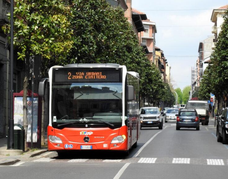 I bus di Asp si fermano per il passaggio del Giro d'Italia