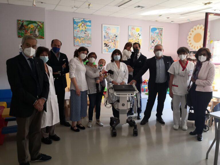 Il ringraziamento di una famiglia all'ospedale: donato un ecografo portatile per la pediatria