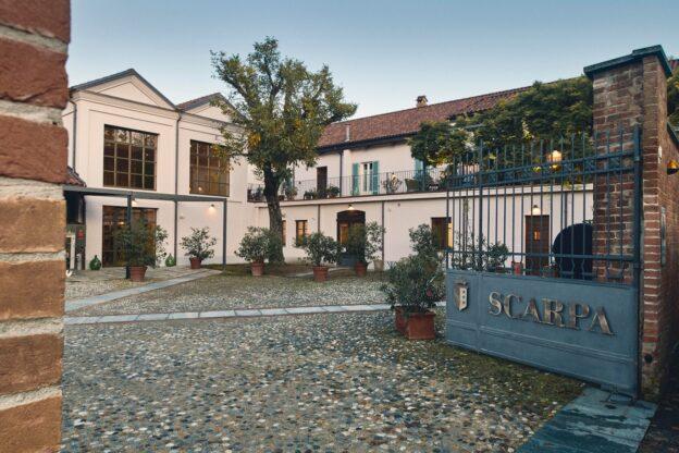 """Da Scarpa a Nizza Monferrato inaugura l'allestimento """"calici e tessuti"""""""