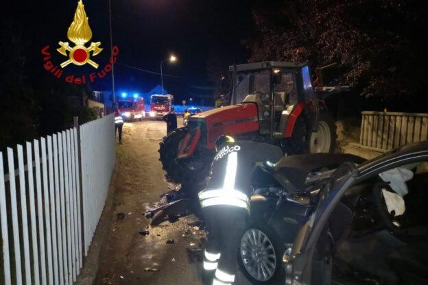 Auto contro trattore a Cantarana