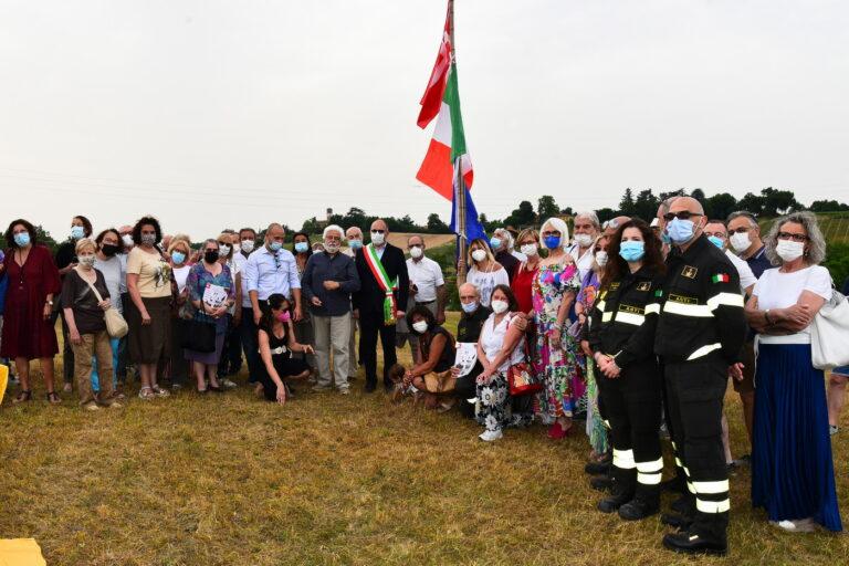 """Bandiere issate nel futuro """"Bosco degli Astigiani"""""""
