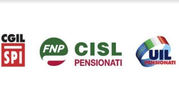 Asti, flash mob delle organizzazioni dei pensionati di Cgil, Cisl e Uil