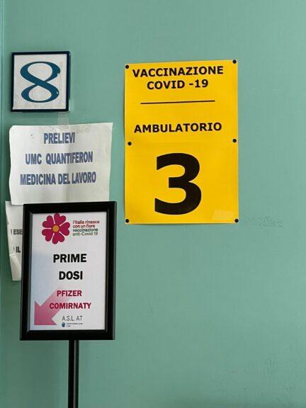 Il generale Figliuolo apre ai vaccini in vacanza