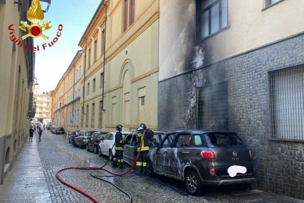 Auto in fiamme in via Botallo