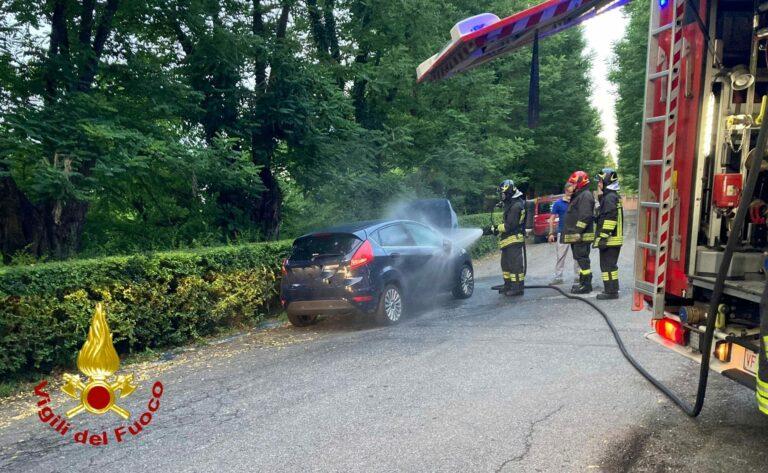 Auto in fiamme a Moncalvo