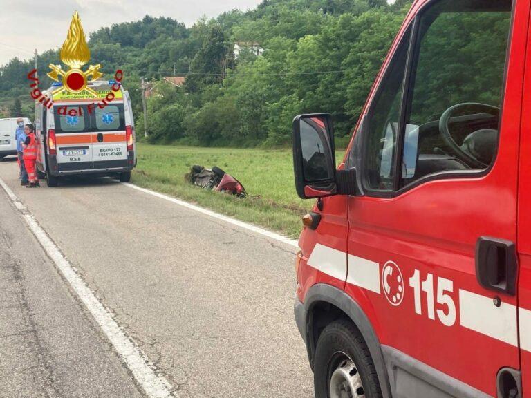 Asti, auto fuori strada ai Valenzani