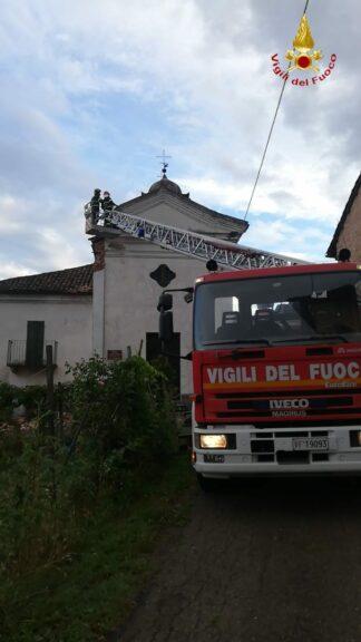 Crolla un pezzo di cornicione della chiesa di San Defendente a San Martino Alfieri