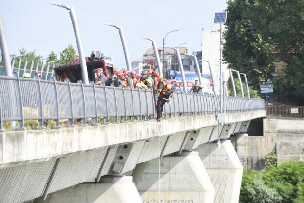Asti, esercitazione dei vigili del fuoco sul fiume Tanaro