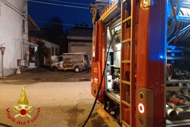 Furgone in fiamme a Serravalle