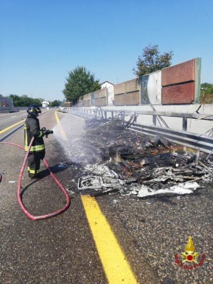 Asti, camper in fiamme sull'A 21