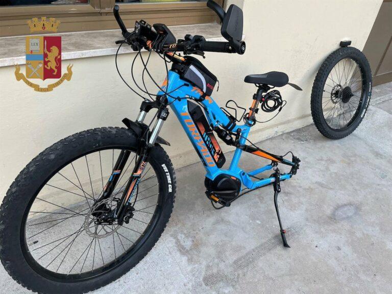Asti, rubano una bici da 2000 euro: arrestati dalla polizia