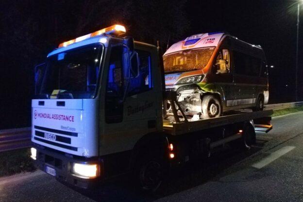 Ambulanza si scontra con un branco di cinghiali: l'appello della Croce Verde di Mombercelli